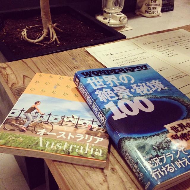 新しい本、2冊。カフェを出たら好日山荘に寄ってバックパックのフィット感を試してしまう。そんな2冊です。#greenwavecoffee#threadcafekyoto