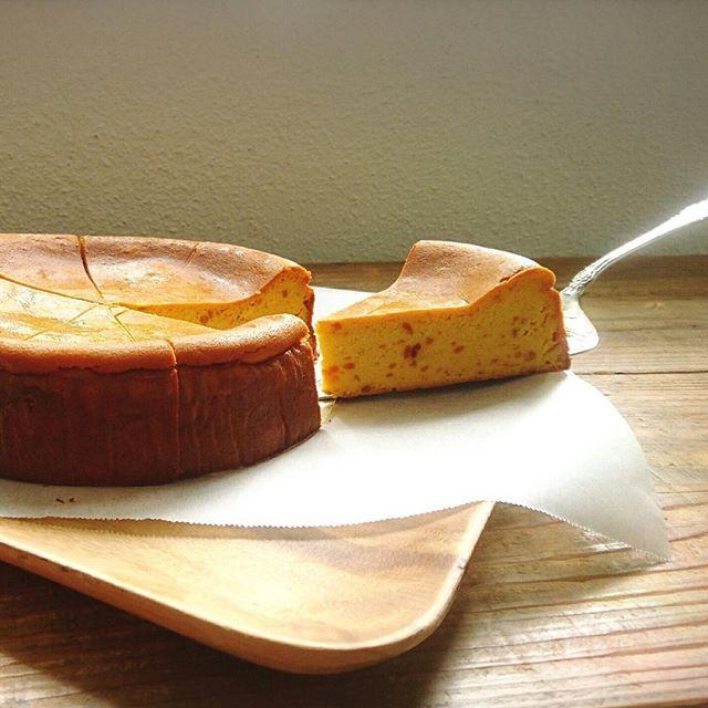 チーズケーキ。今月は栗とさつまいもです。#スゥレッドカフェ #スゥレッドカフェ定番スイーツ