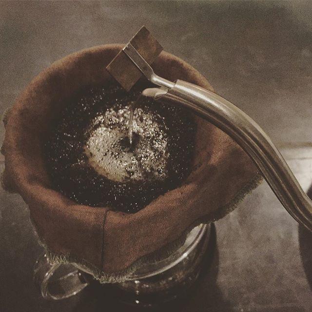 スゥレッドカフェではカフェTimeの15時より、リネンフィルターを使ったリネンドリップコーヒーをお出ししています
