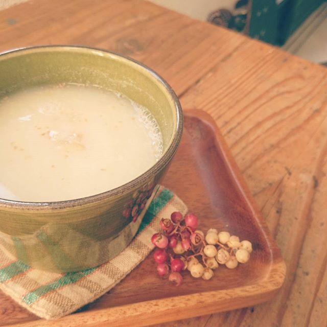 【new drink紹介その1】甘酒。米麹のやわらかな甘みとすりおろし生姜がふんわり香る、冬には欠かせないほっこり甘酒。 #スゥレッドカフェ  #スゥレッドカフェ季節のドリンク