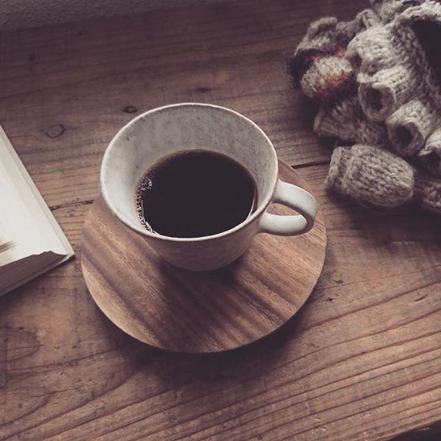 something warms you up. ....お気に入りの手袋、大好きな本、とっておきの器に淹れたコ-ヒ-。寒い日をやり過ごすツ-ルはすぐ側にあるかも知れません…スゥレッドカフェもそんな場所でありたいと願っております#スゥレッドカフェ #スゥレッドカフェwinter2017