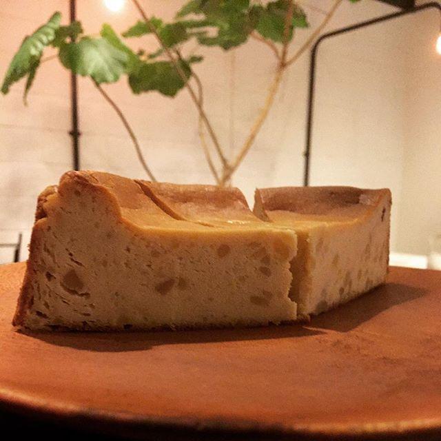 本日の営業時間のお知らせ11:00~18:00(LO17:30).本日も残雪の為、営業時間を変更させて頂いております。ご迷惑をおかけし申し訳ございません.今週からのチーズケーキはサツマイモです..#スゥレッドカフェ営業時間変更 #スゥレッドカフェ#スゥレッドカフェスイーツ