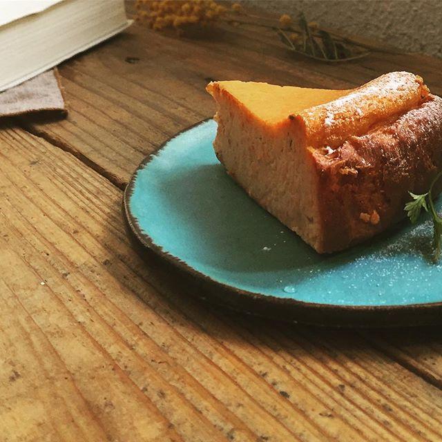 少し季節を咲きどって、今週からのチーズケーキは「桜と金時人参のチーズケーキ」です、、是非お立ち寄りください.... 【ウッドク-ヘン  ワ-クショップ】のお知らせ◎◎◎ .冬になって落ちてしまったり、剪定されたりした木の枝をつかってバウムクーヘンを作ってみませんか!..乳製品・白砂糖不使用の身体に優しいスゥレッド特製生地を使い、炭火でじっくりじっくり時間をかけて焼いていきます。楽しく焼けた後は、暖かいコーヒーを飲みながら美味しくいただきましょう!もちろんお子様との参加も歓迎致します。.○参加ご希望される方は、下記のメールアドレス、または、スタッフへ直接お声かけ頂くか、営業時間内にお電話でご予約下さい。募集人数に達し次第 締め切らせて頂きます。───────────────日時:2017年03月04日(土) 11:00〜場所 :スゥレッドカフェ中庭募集 :先着8名ほど持ち物:軍手、ハンカチ、暖かく汚れても良い服装参加費 :1200円(ドリンク付)※ドリンクは珈琲、紅茶、ハーブディー、リンゴジュースからお選びください。※雨天の場合 決行中止。075-414-0133 メールthread.cafe89@gmail.com※メールの場合はお名前(ご参加者)、参加人数、ご連絡先をお送りください.#スゥレッドカフェ #スゥレッドカフェイベントのお知らせ