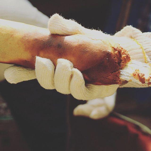 wood kuchen ワークショップ!無事終了致しました。参加して頂いた方々、ありがとうございました!皆様とても根気よく丁寧に焼きあげていて、とても初めてとは思えない仕上がり…美味しく焼けたようでなによりです明日からはまた通常通り営業致します。お待ちしております。次のお休みは15日(水)です。#スゥレッドカフェ #スゥレッドカフェ今月のお休み