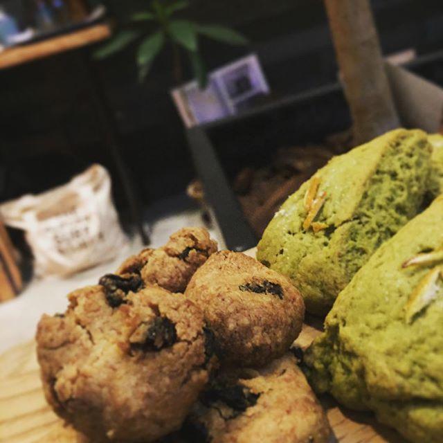 抹茶ココナッツとレモンのプチスコ-ンとココナッツとレ-ズンのクッキー#スゥレッドカフェ #スゥレッドカフェ定番スイーツ