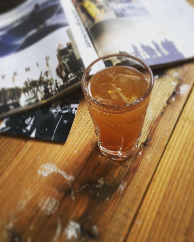 今回は、軽めのアルコールドリンクのご紹介です、沖縄産のアルコール度数が低いラム酒に果肉ごとライムと自家製チャイソーダで割りましたお休みの日の昼下りにどうぞキャブリブレ¥650. **次回のお休みは21(水)定休日です